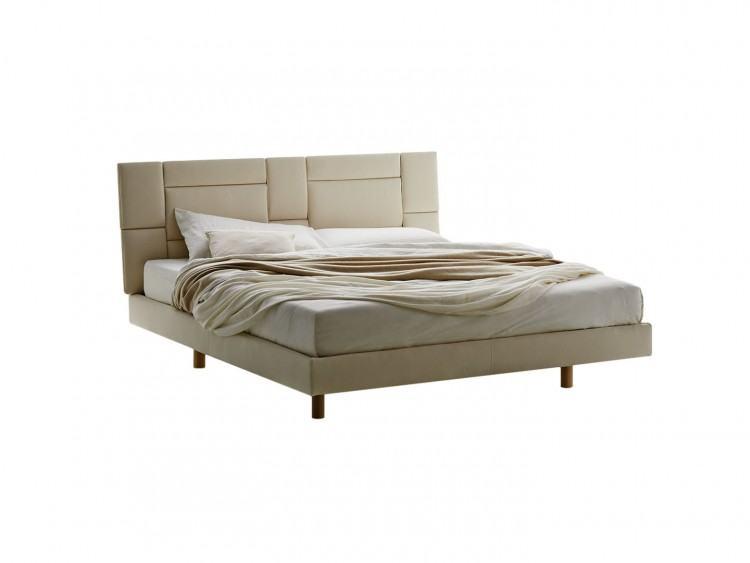 WISH Doppelbett aus Massivholz und Polsterkissen in Leder