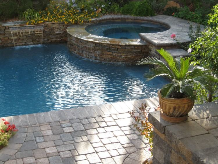 Specialists in construction of  residential and commercial pools;