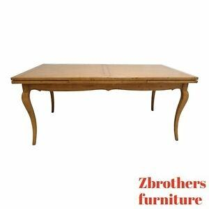 curved dining banquette | Vanguard Each Banquette A round dining table made