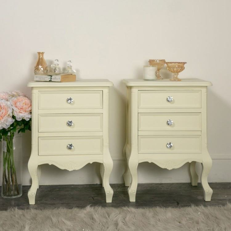 Cream bedroom furniture with amazing design ideas which gives a natural  sensation for comfort of bedroom
