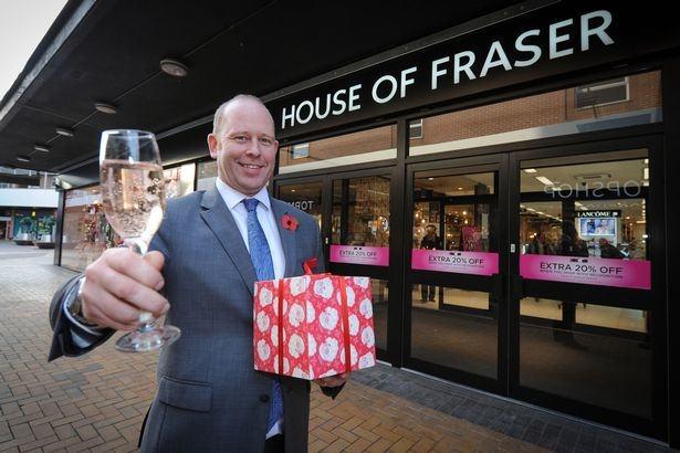 Vereinigtes Königreich Großbritannien England London Westminster Victoria  House of Fraser shopping Kaufhaus unter Konkurs Verwaltung handtaschen Ted  Baker