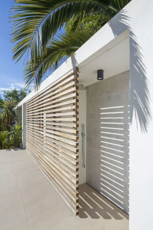 Outdoor Shower with Dornbracht Tub Filler (Osborne Architects, via Houzz