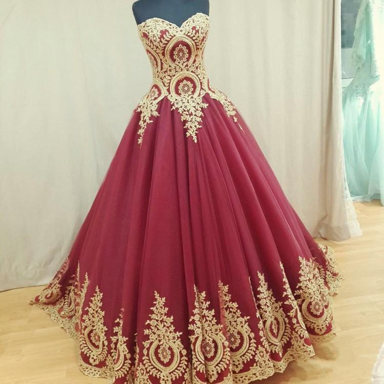 Großhandel Burgundy Red Ballkleid Gothic Brautkleider Korsett Lace Up  Zurück Prinzessin Vintage Gold Stickerei Brautkleider Nach Maß Nicht Weißes  Kleid Von
