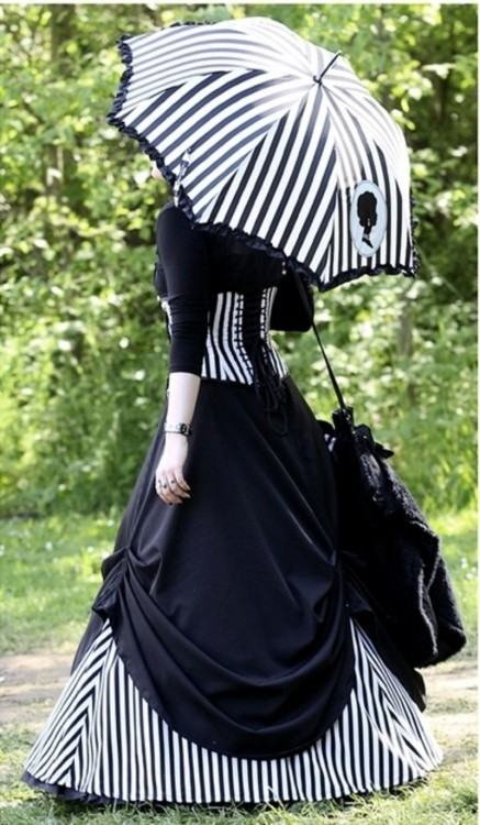 Vintage Gothic Victorian Black Wedding Dresses Sweetheart Corset Back Pick  Ups Taffeta Non White Bridal Gowns Vintage Wedding Gowns Amazing Wedding  Dresses