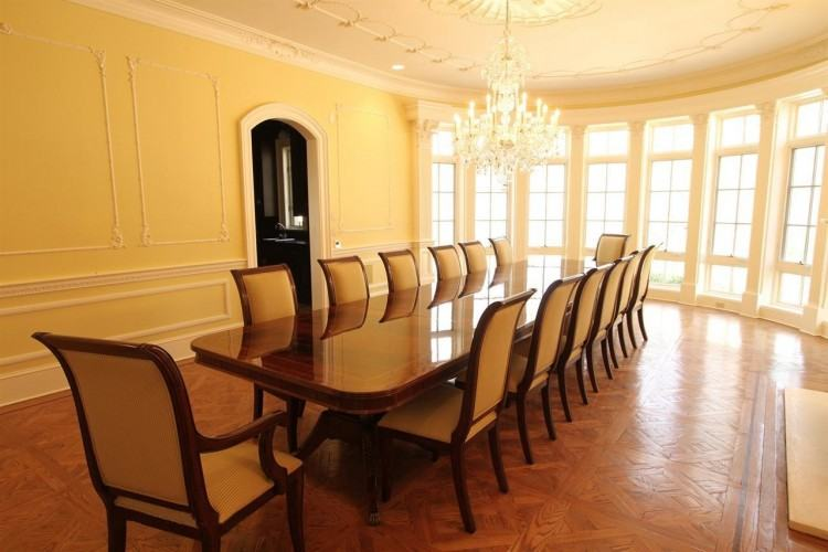 Large dining room tables, the ideal dining room furniture for entertaining  or for big families