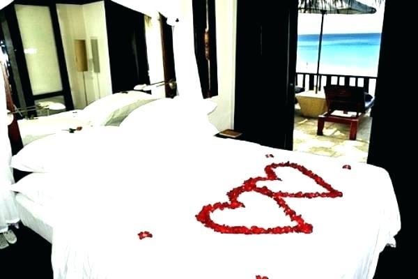 Ideas For Her In The Bedroom Romantic Ideas For Him In The Bedroom  Romantic Master Bedroom Ideas On A Budget Romantic Bedroom Ideas With Rose  Petals And