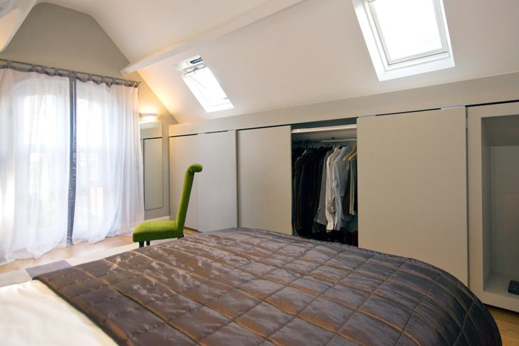 Decorated in a  contemporary style these air conditioned rooms feature comfortable sofas or  chairs,